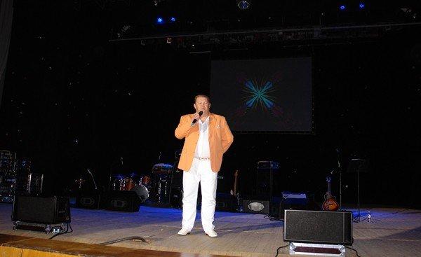 Бутусов в Горловке спел всеми любимые песни «Гудбай, Америка», «Крылья», «Апостол Андрей», фото-1