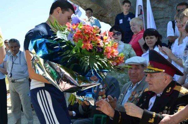 В Керчи москвичи и крымчане сражались с немцами, а товарищ Сухов открыл мемориал (фото), фото-3