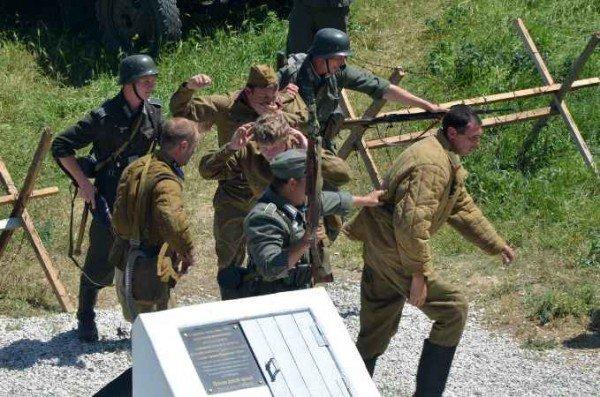 В Керчи москвичи и крымчане сражались с немцами, а товарищ Сухов открыл мемориал (фото), фото-7
