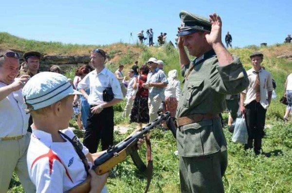 В Керчи москвичи и крымчане сражались с немцами, а товарищ Сухов открыл мемориал (фото), фото-9