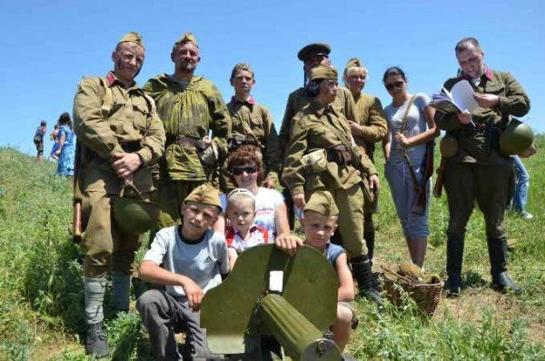 В Керчи москвичи и крымчане сражались с немцами, а товарищ Сухов открыл мемориал (фото), фото-11
