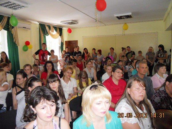 Регионалы поздравили многодетные семьи Горловки с двойным праздником, фото-4