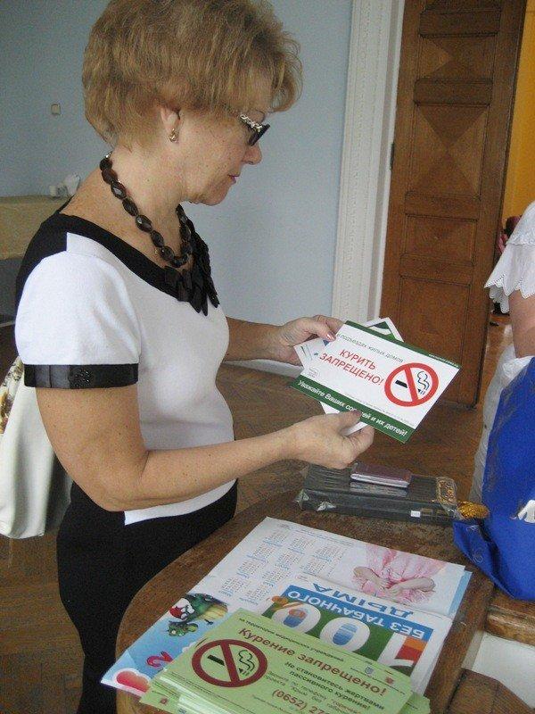 Ялтинским депутатам подарили электронные сигареты (фото), фото-2
