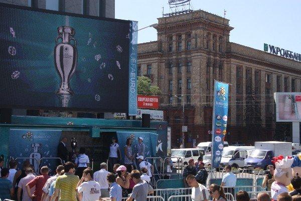 Кубок чемпионата Европы по футболу уже на Днепропетровщине! (ФОТО), фото-1