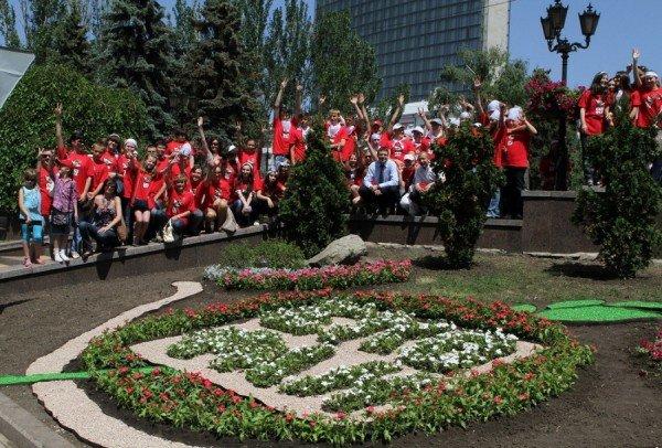 В Донецке экофаны высадили цветочную клумбу  (фото), фото-3