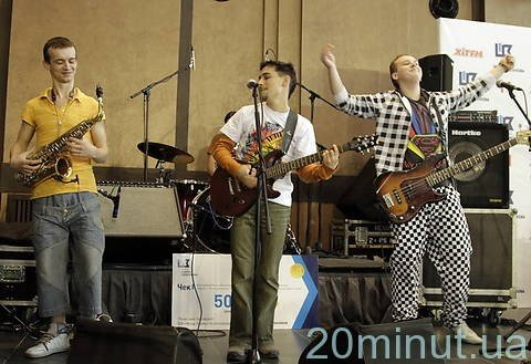 У кліпі житомирського гурту знялися Ані Лорак, Тіна Кароль, «Потап і Настя», фото-1