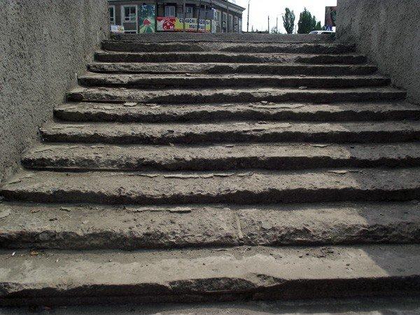 Мэр Горловки пообещал найти ответственных за то, что по его поручению не отремонтировали подземный переход на «Кочегарке», фото-1