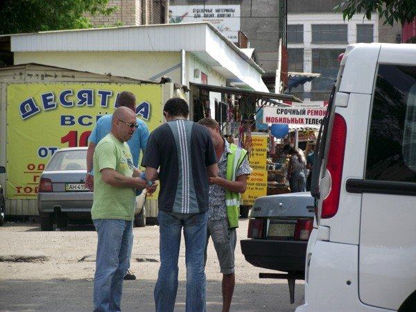 Горловские парковщики продолжают собирать мзду с водителей, фото-1