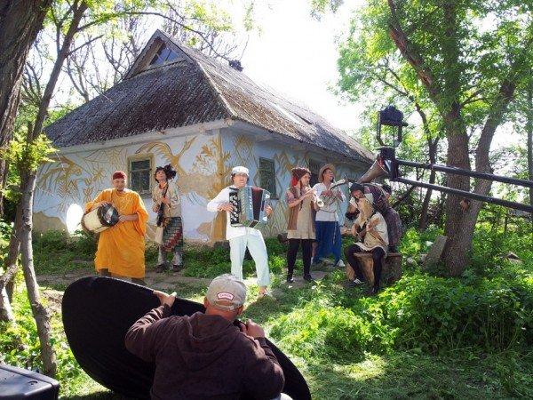 На зйомках нового кіпу гурт ТІК спалив баян (Фото), фото-3