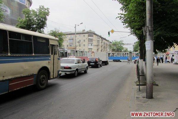 ДТП в центре Житомира парализовало движение трамваев и троллейбусов (ФОТО), фото-1