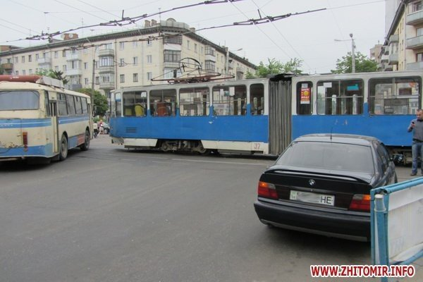 ДТП в центре Житомира парализовало движение трамваев и троллейбусов (ФОТО), фото-2