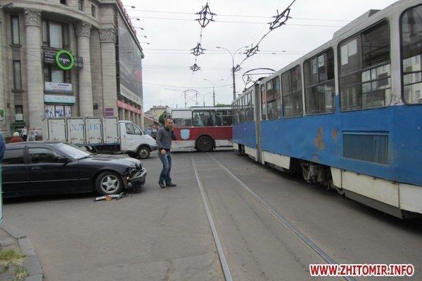 ДТП в центре Житомира парализовало движение трамваев и троллейбусов (ФОТО), фото-5