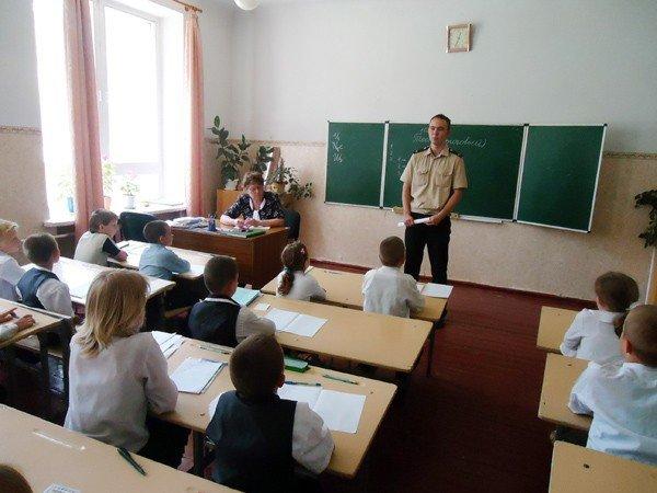 В Горловке МЧС-ники «готовят» школьников к каникулам, фото-1