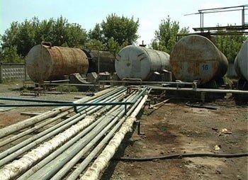 Под Донецком работал нелегальный завод по переработке нефтепродуктов, который обеспечивал целую сеть АЗС (фото), фото-1