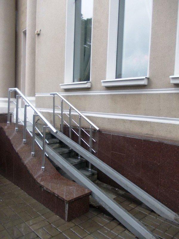 Инвалиды Артемовска не могут попасть в центральное ДК. Проектировщик считает, что пандус изуродует здание, фото-2