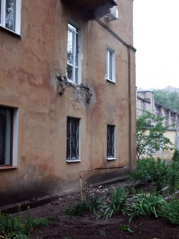 В центре Донецка обвалился балкон, на котором находились люди (фото), фото-3