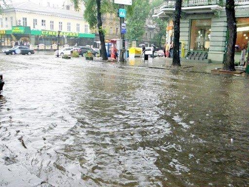 Стихийное бедствие в Одессе. Проливной дождь парализовал город (Фото, Видео), фото-3