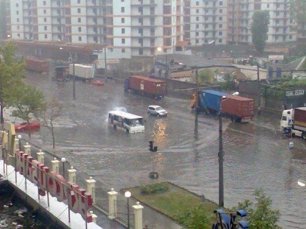 Стихийное бедствие в Одессе. Проливной дождь парализовал город (Фото, Видео), фото-1