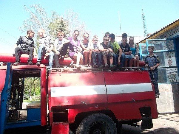 Ученики горловской школы №15 на один день превратились в пожарных, фото-5