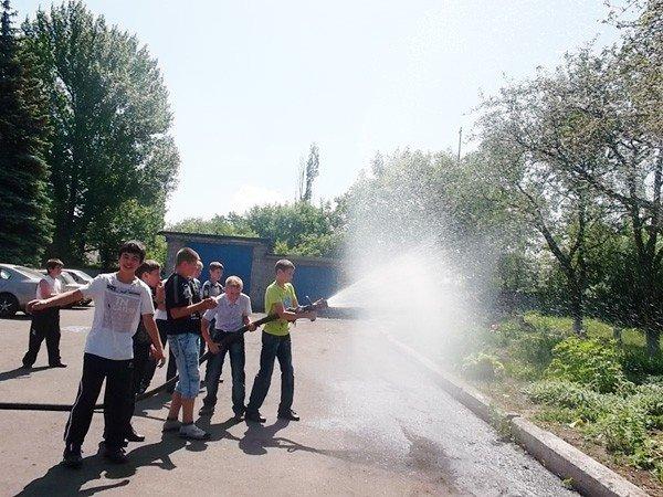 Ученики горловской школы №15 на один день превратились в пожарных, фото-7