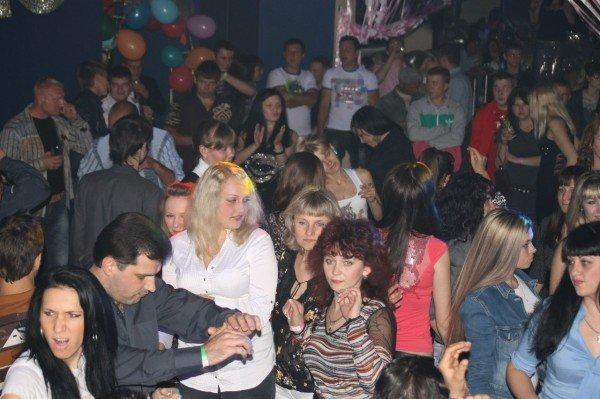 Турецкая ночь в Артемовске: диджея поразил позитив украинских девушек (ВИДЕО), фото-2