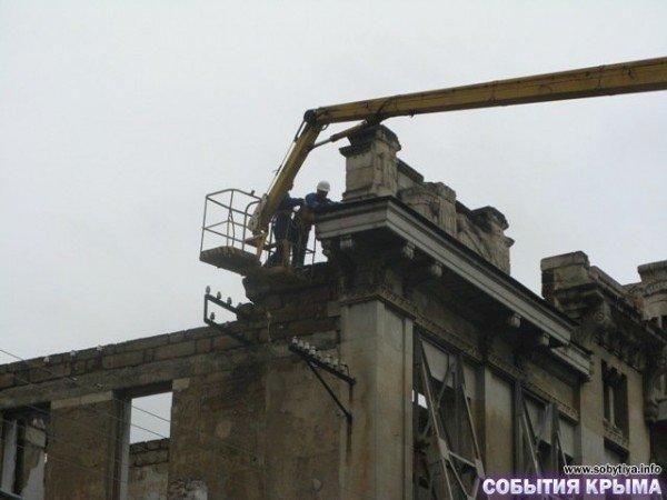 В Симферополе начали демонтаж «стены плача» (фото), фото-3