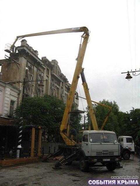 В Симферополе начали демонтаж «стены плача» (фото), фото-4