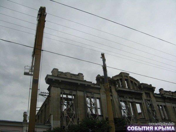 В Симферополе начали демонтаж «стены плача» (фото), фото-5