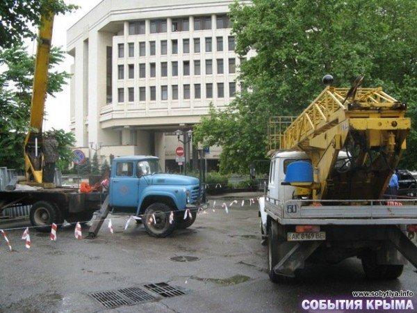 В Симферополе начали демонтаж «стены плача» (фото), фото-9