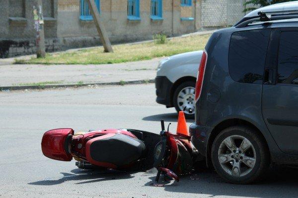 ДТП в Артемовске: скутеристка пробила головой заднее стекло «Шкоды» (ФОТО), фото-3