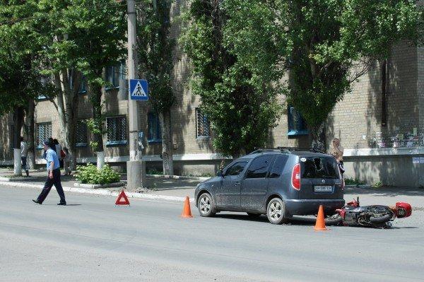 ДТП в Артемовске: скутеристка пробила головой заднее стекло «Шкоды» (ФОТО), фото-4
