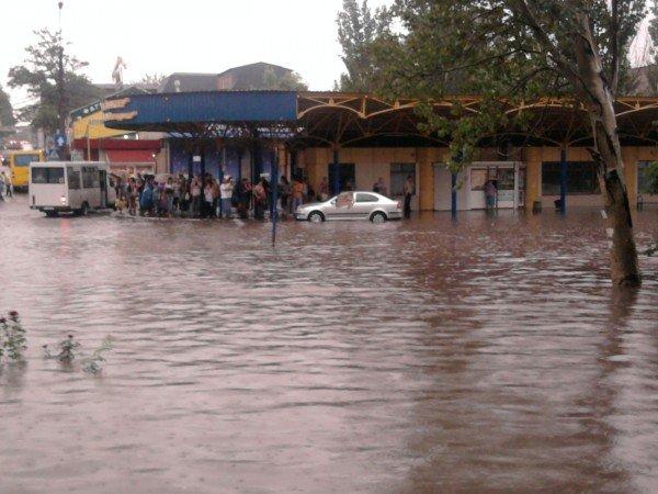 На затопленной во время ливня автостанции «Центр» по отчетам чиновников было «все прекрасно сделано», фото-1