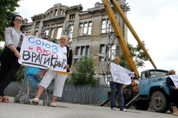 Симферопольцы митингуют за снос «стены плача», которую и так сносят (ФОТО), фото-1