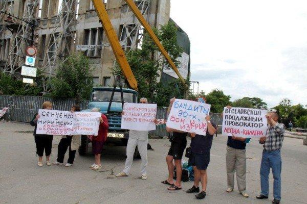 Симферопольцы митингуют за снос «стены плача», которую и так сносят (ФОТО), фото-2