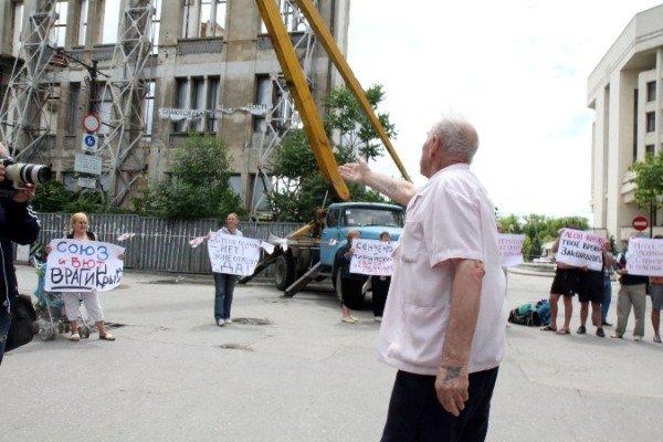 Симферопольцы митингуют за снос «стены плача», которую и так сносят (ФОТО), фото-3