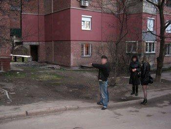В Донецке вор, чтобы ограбить магазин, взял рядом с ним в аренду торговую точку, фото-1