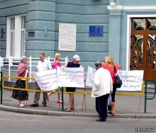 В Житомире под стенами горсовета митингуют торговцы с улицы Хлебной (ФОТО), фото-2