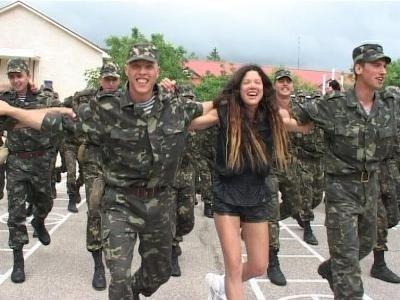 В Крыму Руслана учила военных петь и танцевать (фото), фото-1