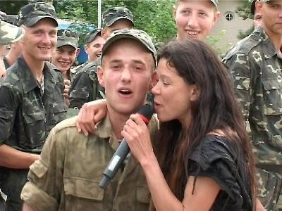 В Крыму Руслана учила военных петь и танцевать (фото), фото-3