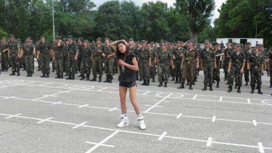 В Крыму Руслана учила военных петь и танцевать (фото), фото-6