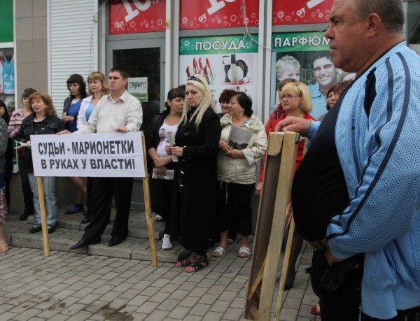 Под зонтиком чудесным с Ляшко митинговать прелестно — скандальный нардеп приехал в Донецк спасать бизнес от «произвола власти» (видео), фото-2
