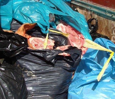 Житомиряни хотіли продати у столиці півтонни м'яса невідомого походження (ФОТО), фото-4