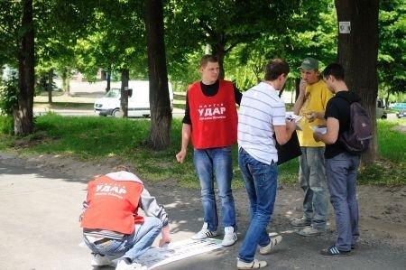 Рівняни «УДАРили фарбою по ямах» (ФОТО), фото-1
