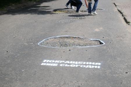 Рівняни «УДАРили фарбою по ямах» (ФОТО), фото-2