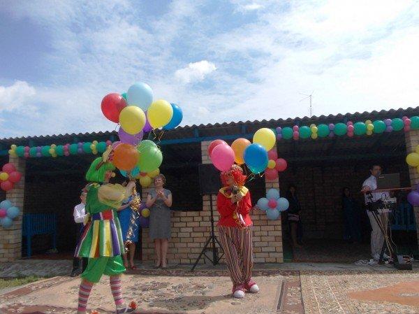 День рожденья в День защиты: в Артемовском доме ребенка отпраздновали 90-летие (ВИДЕО), фото-12