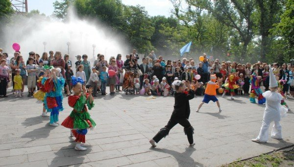 В Луганске празднуют День защиты детей (ФОТО), фото-6