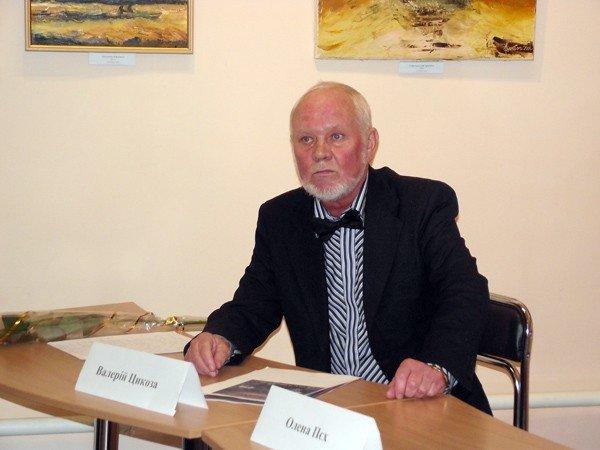 Горловский художник Валерий Цыкоза открыл свою выставку «Странник искусства», фото-1