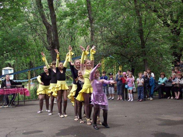 В парке им. Горького дети увидели «Радужное лето» и получили мастер-класс по оригами, фото-1