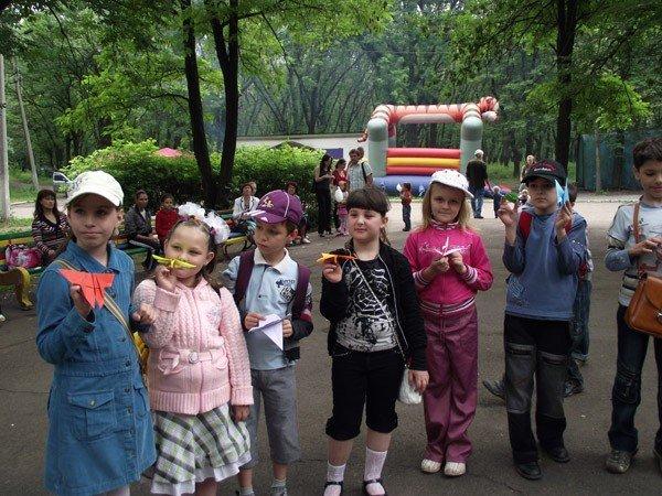 В парке им. Горького дети увидели «Радужное лето» и получили мастер-класс по оригами, фото-4