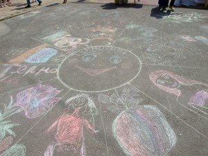 У День захисту дітей на Театральному майдані малеча малювала «Тернопіль» (фото), фото-2